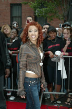 Keyshia Cole' bright smile lights up as she heads down the red carpet.