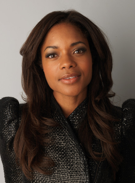 The 41-year old daughter of father (?) and mother Lisselle Kayla, 173 cm tall Naomie Harris in 2018 photo