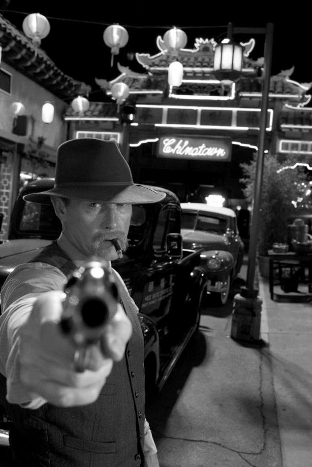 Gangster squad black and white 12