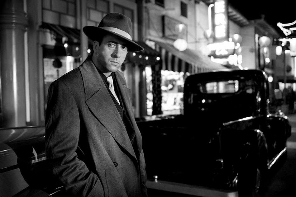 Gangster squad black and white 8