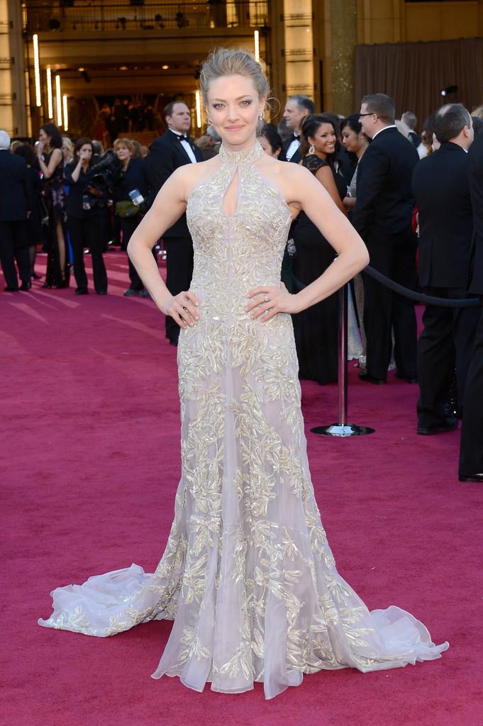 January Jones 2013 Oscars