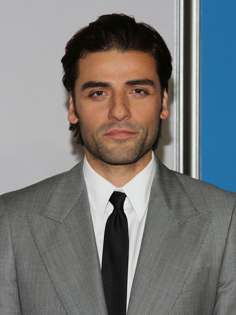 The 38-year old son of father Óscar Gonzalo Hernández-Cano and mother  Maria, 174 cm tall Oscar Isaac in 2017 photo