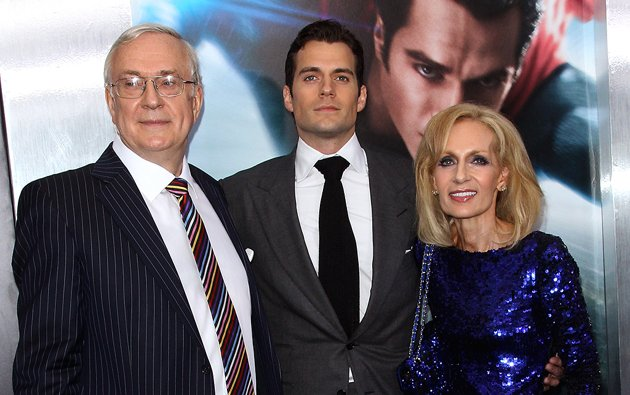 [Image: MOS-Premiere-Henry-Cavill-with-father-Co...Cavill.jpg]