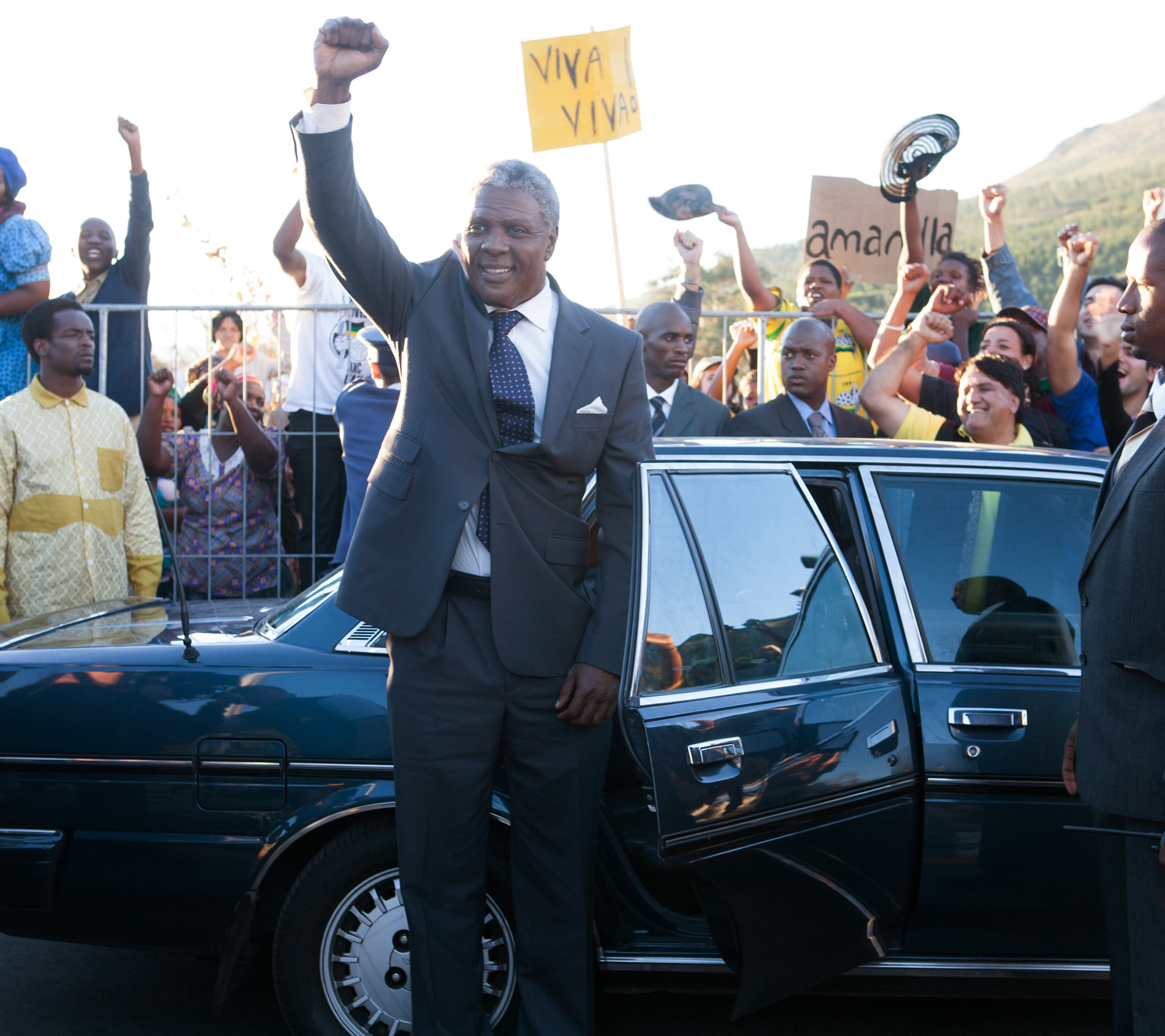 new pic of idris elba in mandela long walk to freedom. Black Bedroom Furniture Sets. Home Design Ideas