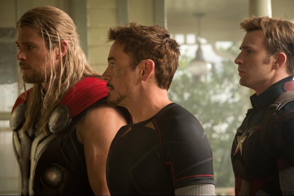 Avengers Age Of Ultron Chris Hemsworth Robert Downey Jr And Evans