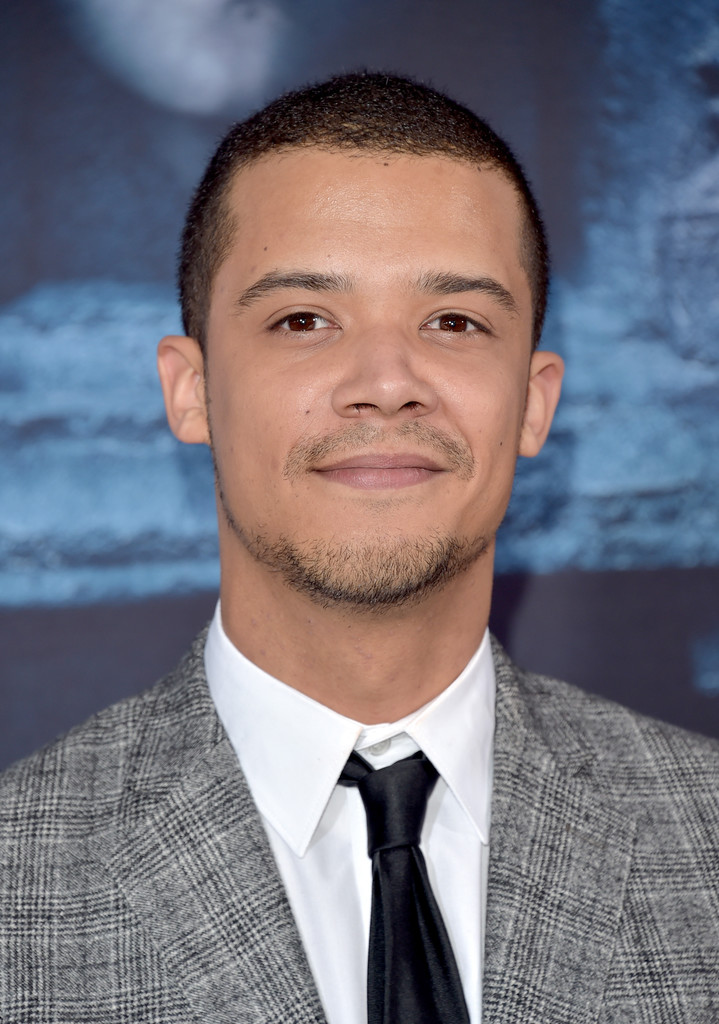 The 26-year old son of father (?) and mother(?), 180 cm tall Jacob Anderson in 2017 photo